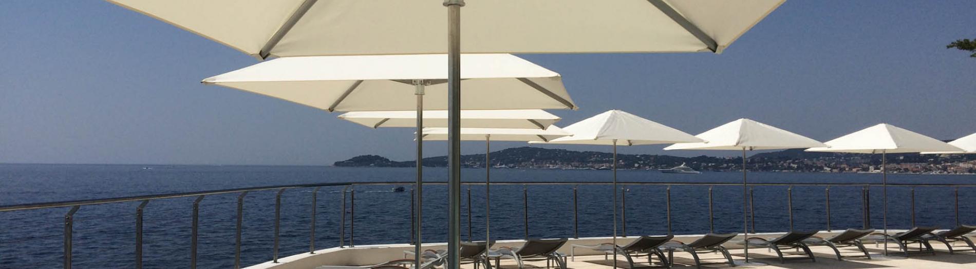 Hôtellerie : réalisations de parasols sur-mesure, coussins...