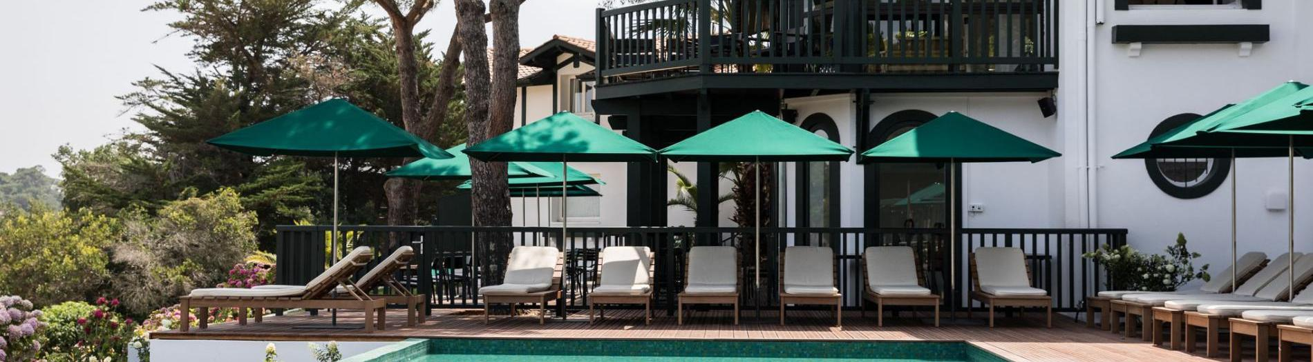 Our references: Beach and terrace layout in luxuries hotels in the world