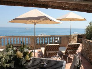 Professional sun umbrellas for Société des Bains de Mers (SBM) Monaco