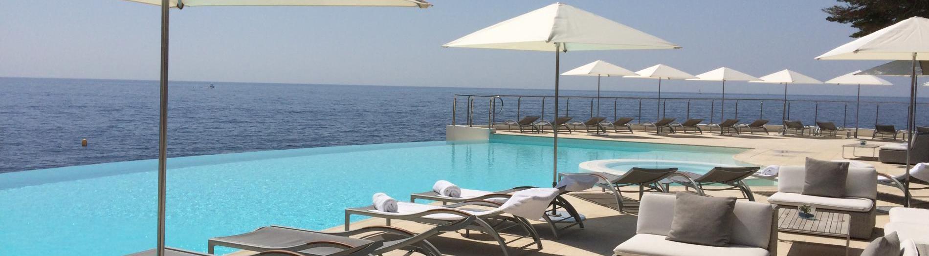Parasols de piscine pour hôtels et maison d'hôtes