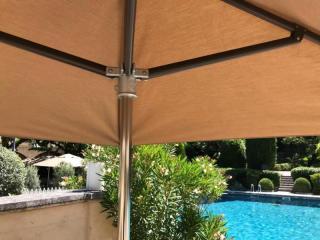 Parasol sur mesure d'un hôtel de luxe
