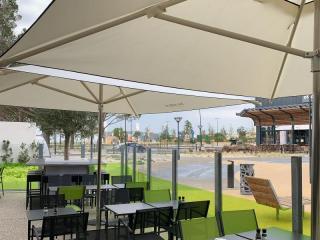Parasols de terrasse personnalisés pour Salad&Co - Le Pontet