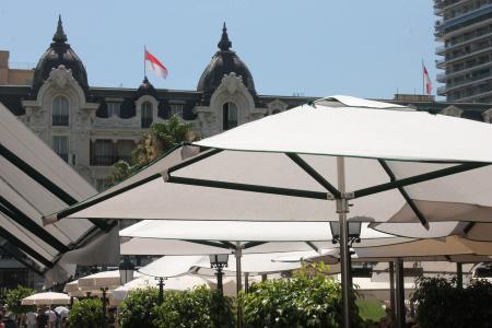 Parasols professionnels pour la Société des Bains de Mer de Monaco (SBM)