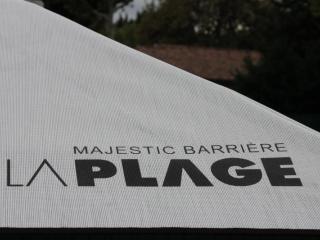 Parasols de plage personnalisés avec logo