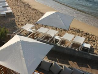 Parasols plage privée personnalisés