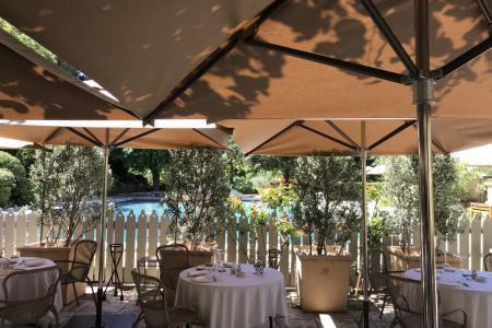 Professional Sunshades Relais & Châteaux Baumanière - Baux-de-Provence (13)