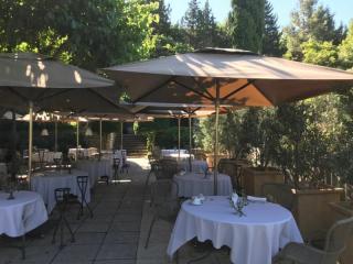 Parasols de terrasse pour le restaurant l'Oustau de Baumanière