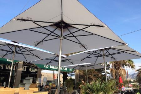Parasols pour terrasse de restaurant et brasserie
