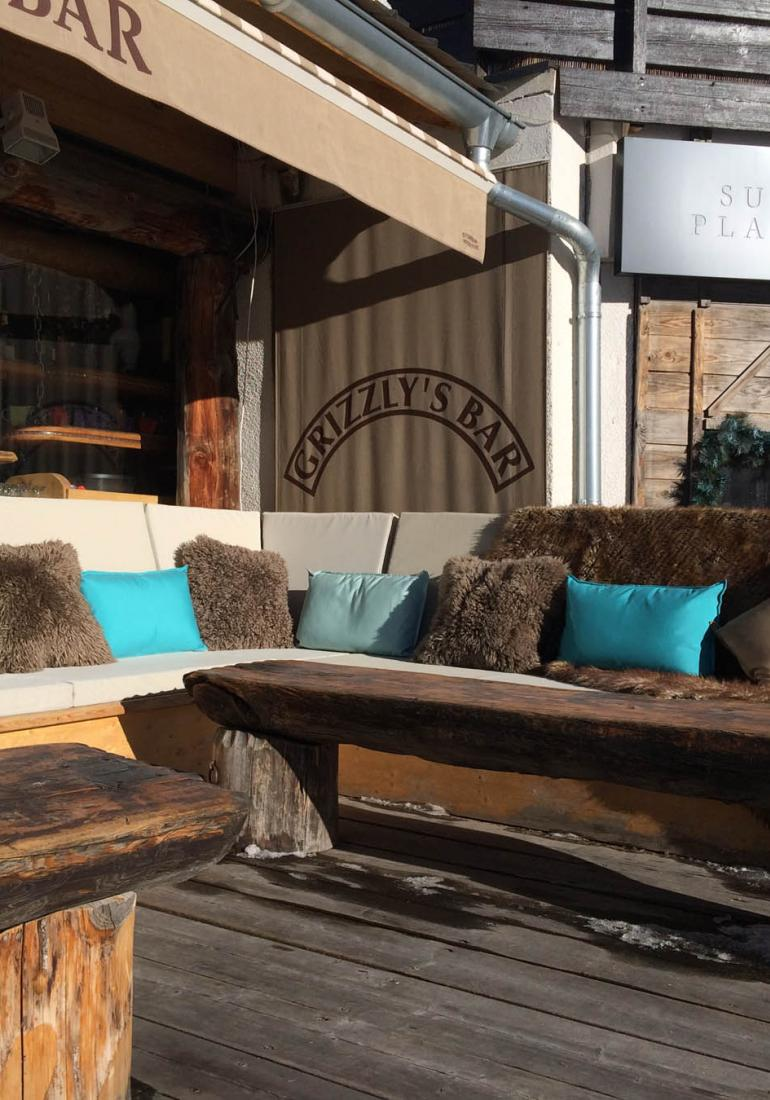 Restaurant Terrace: sunshades, lounges and cushions