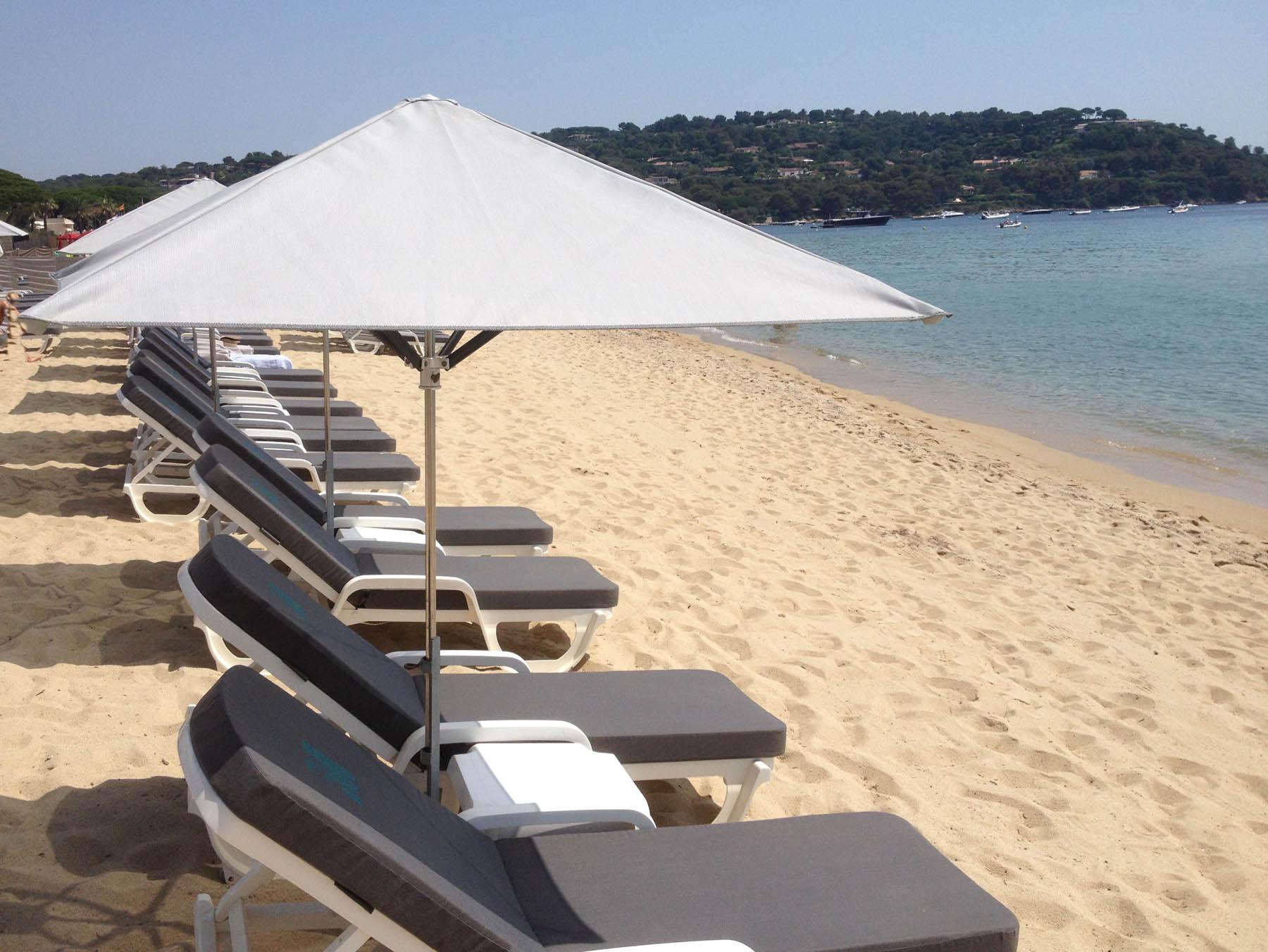 bain de soleil plage fashion designs. Black Bedroom Furniture Sets. Home Design Ideas
