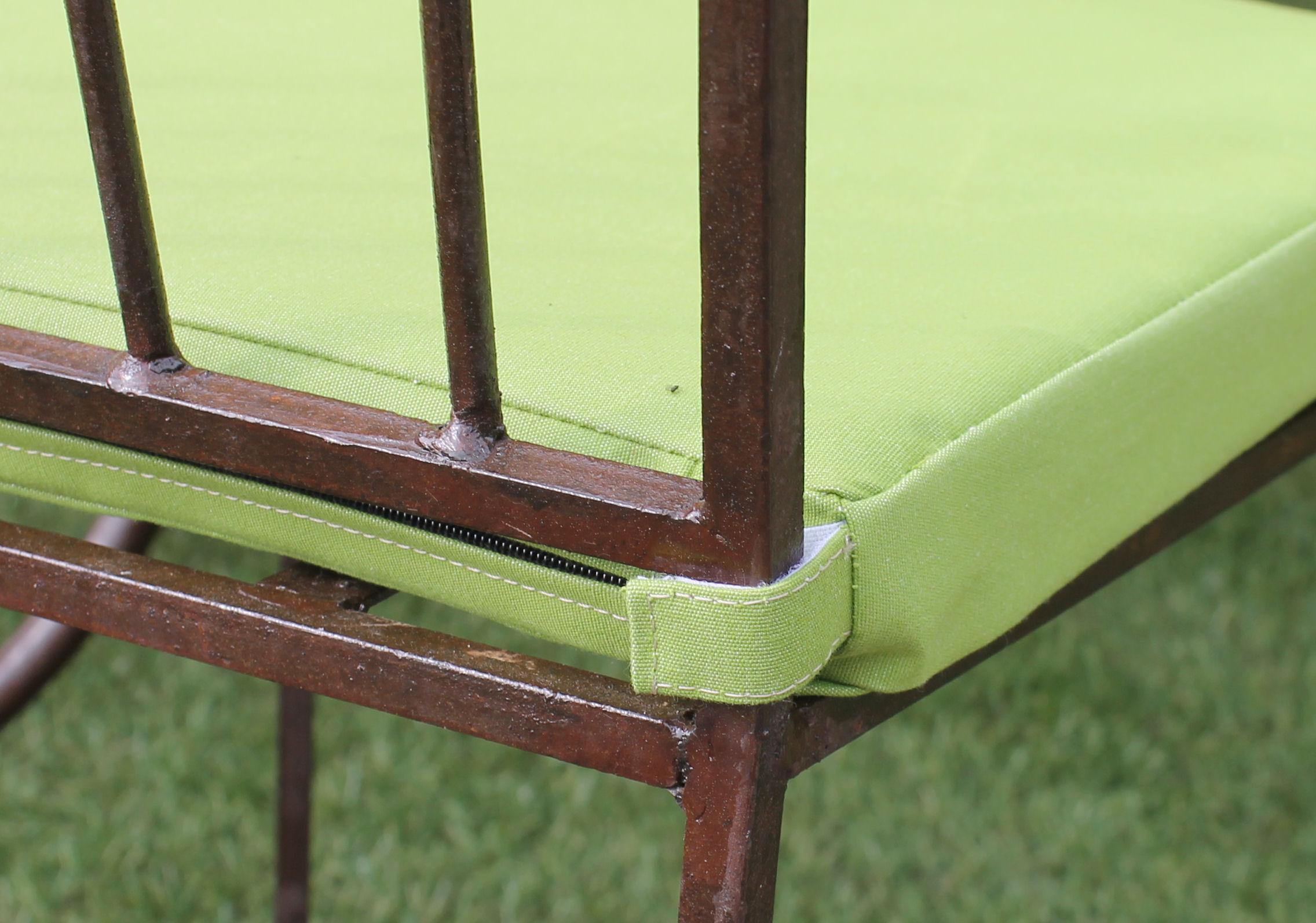 coussins personnalis s pour terrasse de caf france. Black Bedroom Furniture Sets. Home Design Ideas