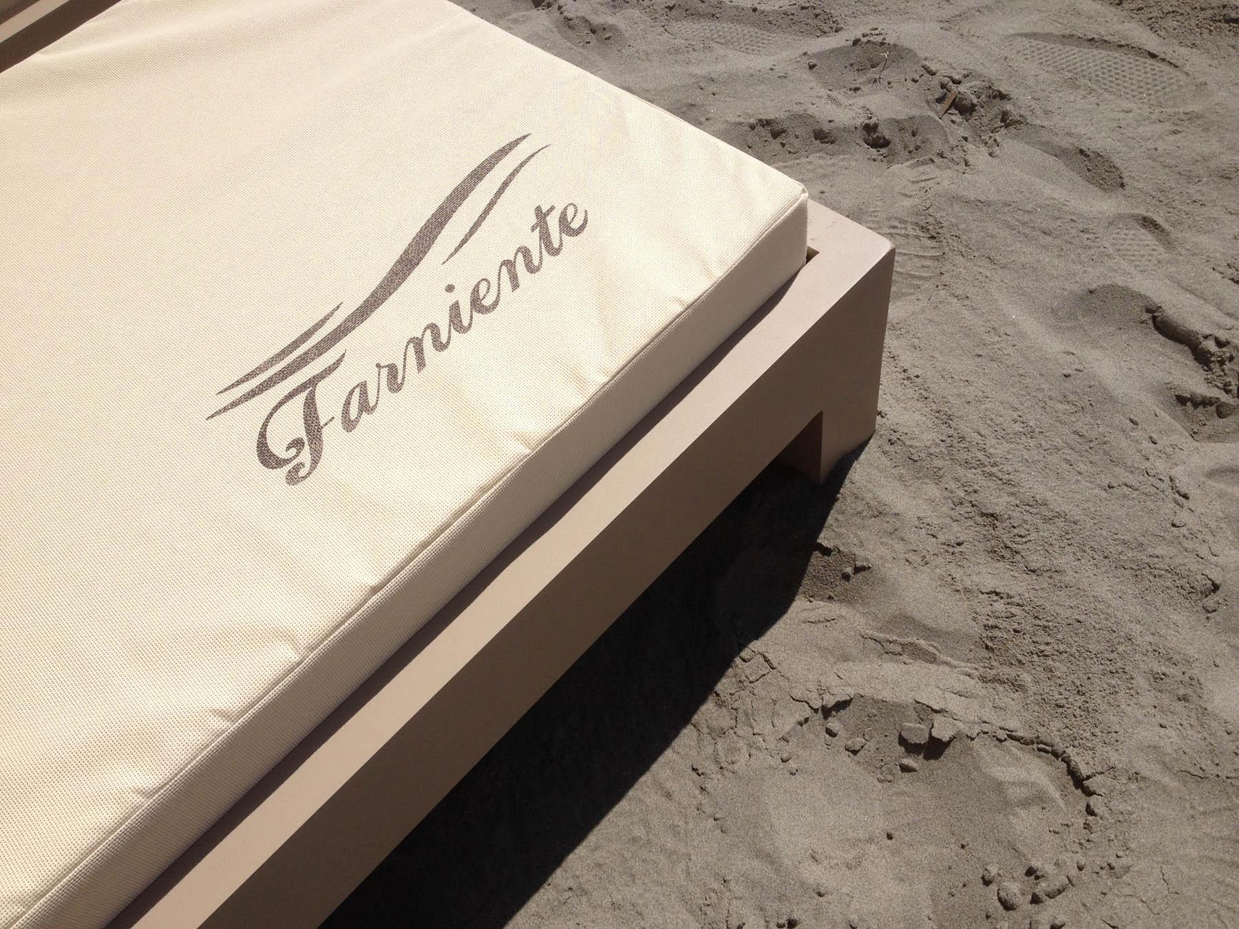 matelas d 39 ext rieur imperm able vente matelas pour bains de soleil sur mesure. Black Bedroom Furniture Sets. Home Design Ideas