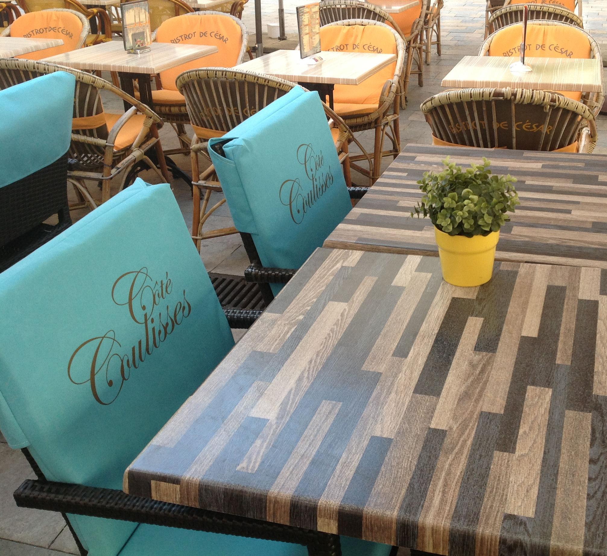 coussins personnalis s pour terrasse de caf coussins. Black Bedroom Furniture Sets. Home Design Ideas
