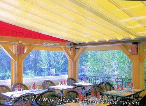 V lum b ch avec structure bois marseille 13 avignon 84 - Bache restaurant terras ...