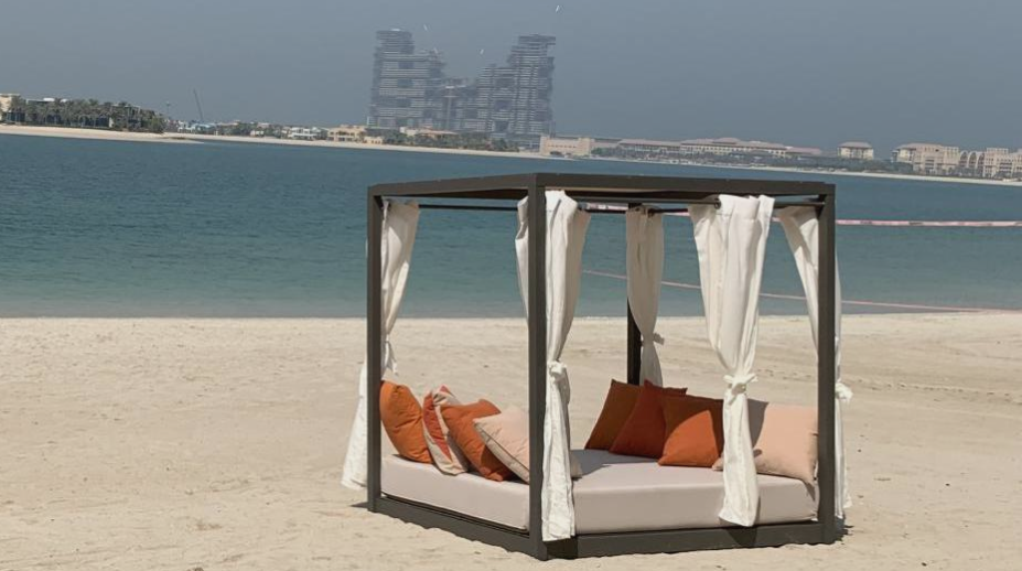 Custom-made outdoor canopy bed - French manufacturing Mousses Etoiles