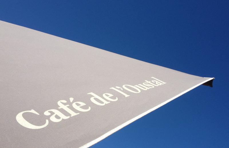 Toile de parasols personnalisées - aménagement de terrasse de restaurant - personnalisation - Mousses Etoiles