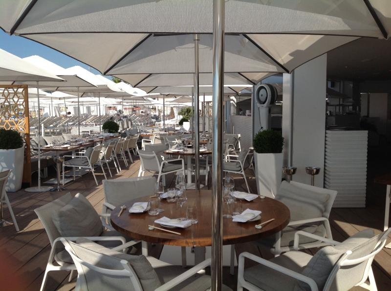 Professional restaurant layout - parasols - chairs - tables - cushions Mousses Etoiles