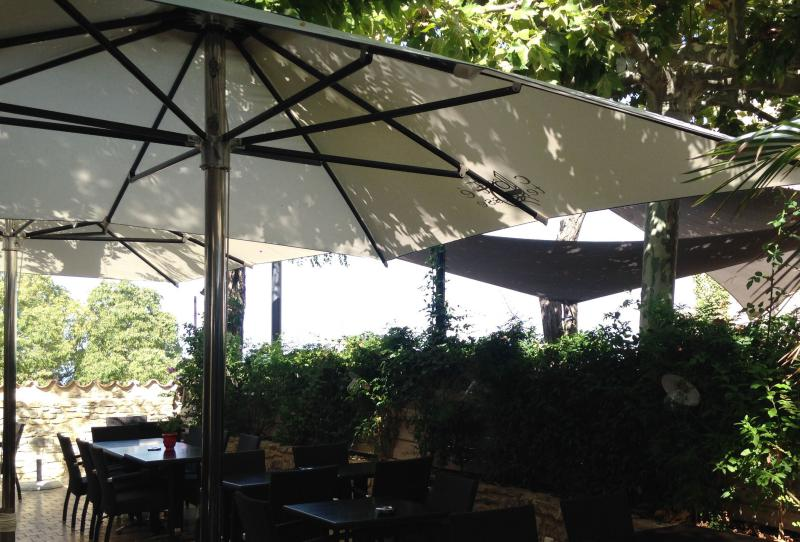 Parasols terrasse de restaurant professionnel - Mousses Etoiles