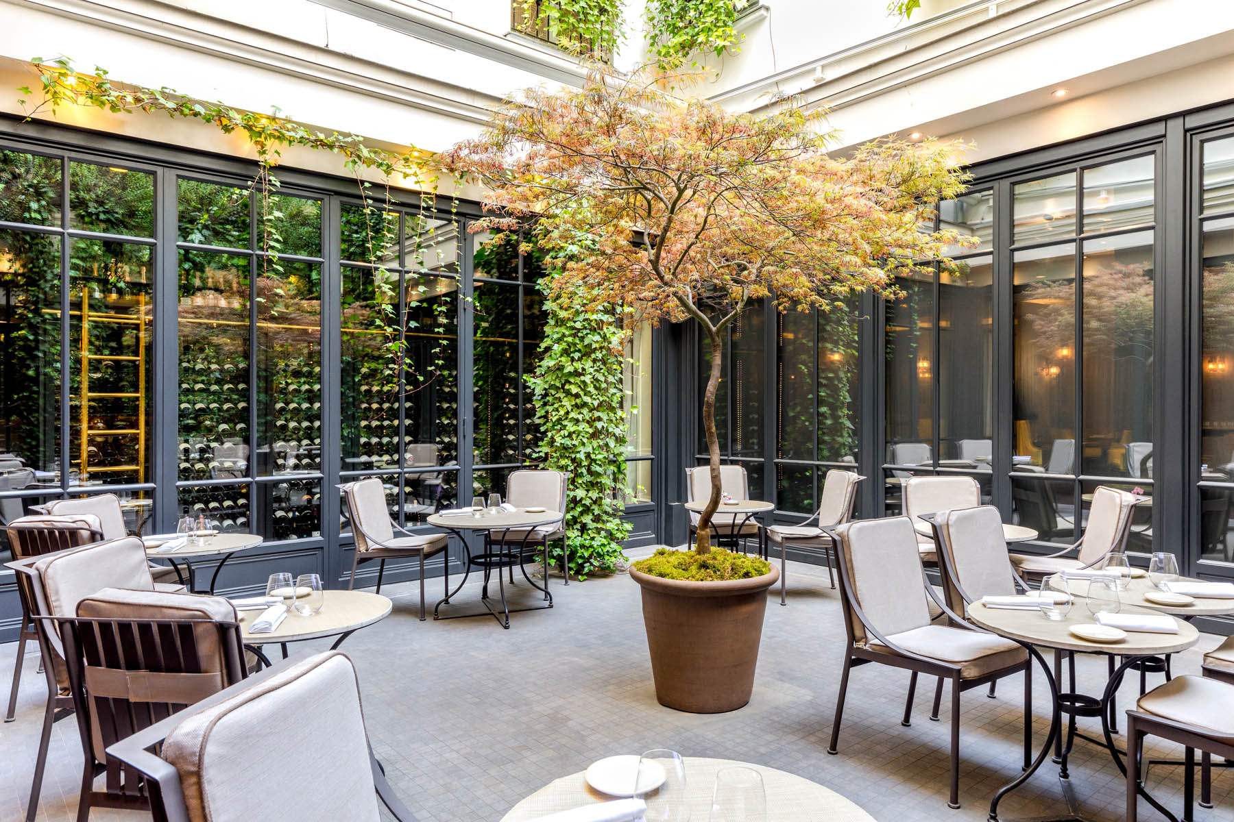 Coussins terrasse de restaurant dans un hôtel à Paris - Mousses Etoiles - Fabrication française
