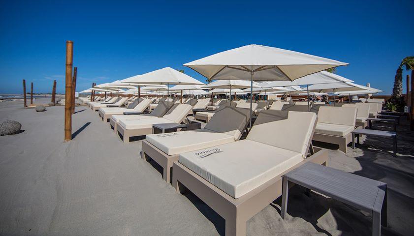 Parasols de plage privée - Le Farniente - Saintes Maries de la Mer