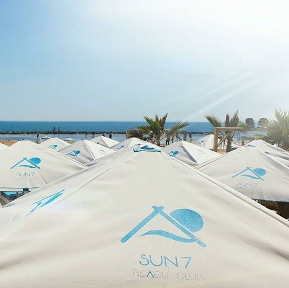 Parasol de plage privee - Mousses Etoiles - Fabricant parasol de plage sur-mesure