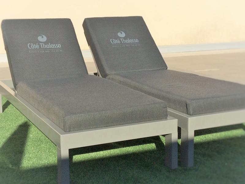 Côté Thalasso - bed bord de piscine étanche matelas confort sur-mesure - made in France - Mousses Etoiles